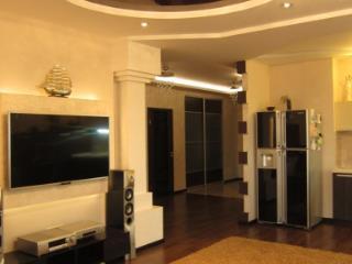 Продажа квартир: 4-комнатная квартира, Волгоград, ул. им Глазкова, 1, фото 1