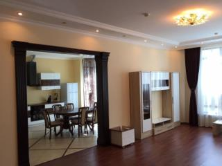 Продажа квартир: 4-комнатная квартира, Краснодарский край, Сочи, ул. Орджоникидзе, фото 1