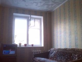 Продажа комнаты: 4-комнатная квартира, Саратов, ул. Им Азина В.М., 77, фото 1