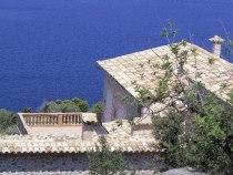 Снять среднюю комнату на Черном море можно за600 рублей всутки
